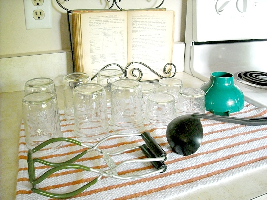 how to make jelly, canning, canning tools, making jam, canning station