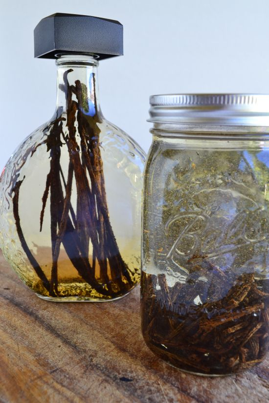 Homemade Vanilla Extract for a Homemade Holiday
