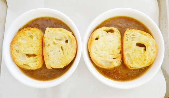 french onion soup, how to make french onion soup, ecce artisan baguette, bread,